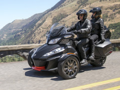 AC-Beta_Can-am_Spyder-Touring_01